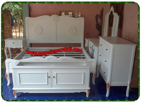 Set kamar tidur duco